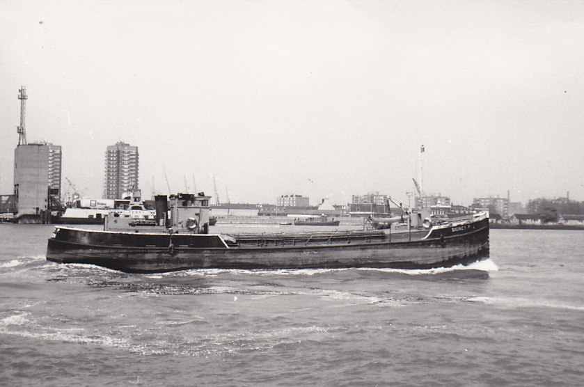 as SIDNEY P  outward at Woolwich on 30/4/1980