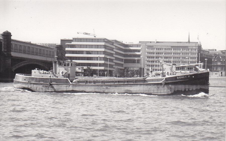 as SIDNEY P  near Blackfriars Bridge on 29/6/1976