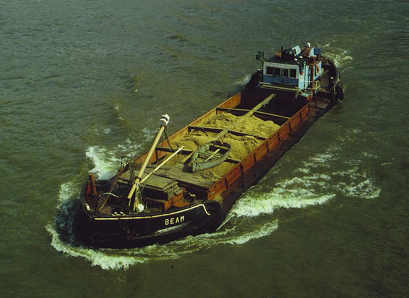 As BEAM passing under Tower Bridge on 13/4/1983, photo by Richard Myers