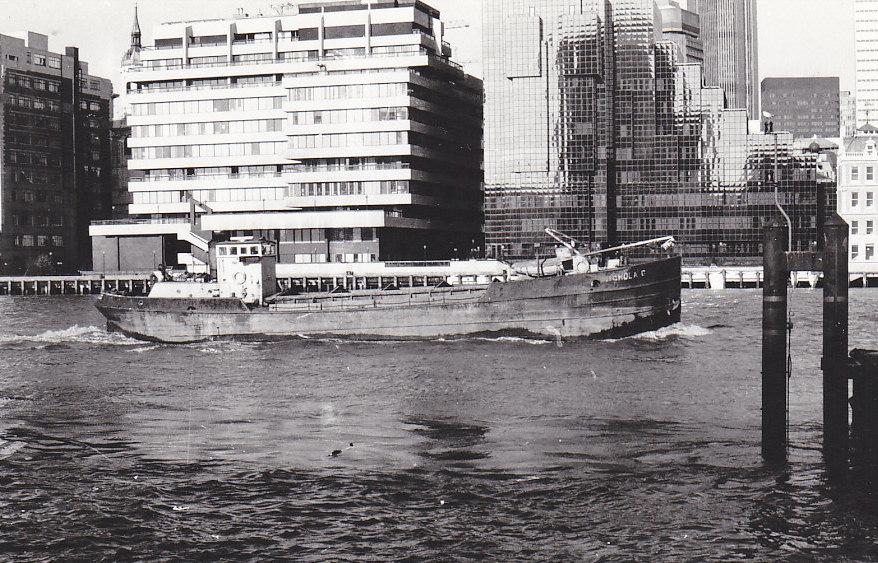 As NICHOLA G  Pool of London outward on 30/10/1989