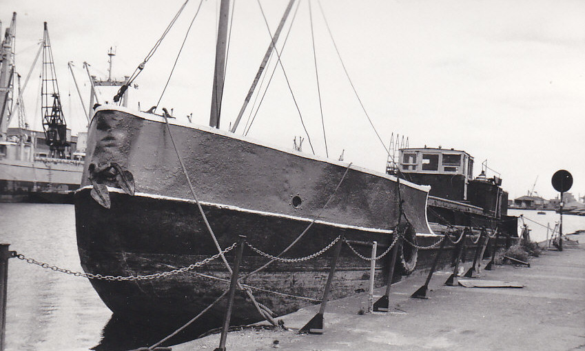 As MARY BIRCH in India & Millwall Docks on 04/08/1973, one of the series X.157 - X.159 by Beardmore