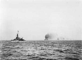 HMS Cardiff leading the German high seas fleet into captivity