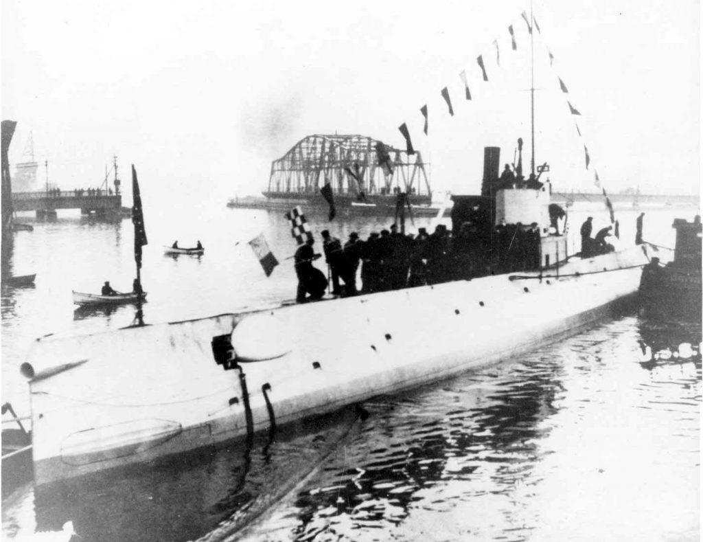 Sub R-3 at her launching in 1919